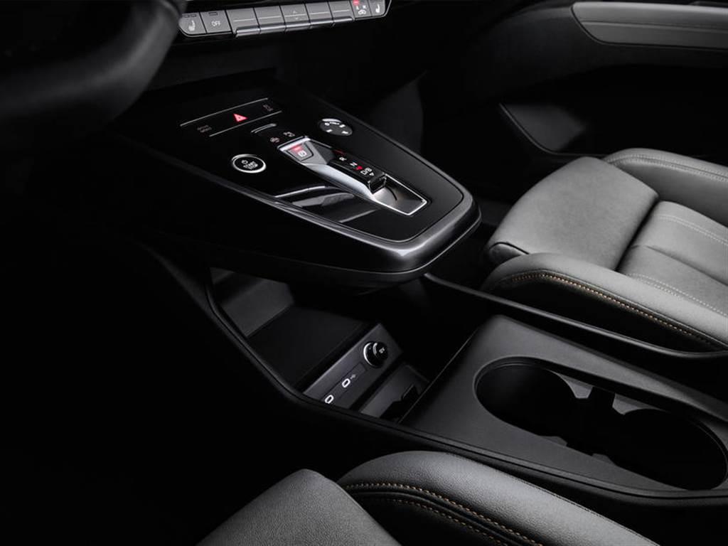 AR 顯示機能+懸浮中控台:Audi Q4 e-tron 量產車型內裝搶先預覽!
