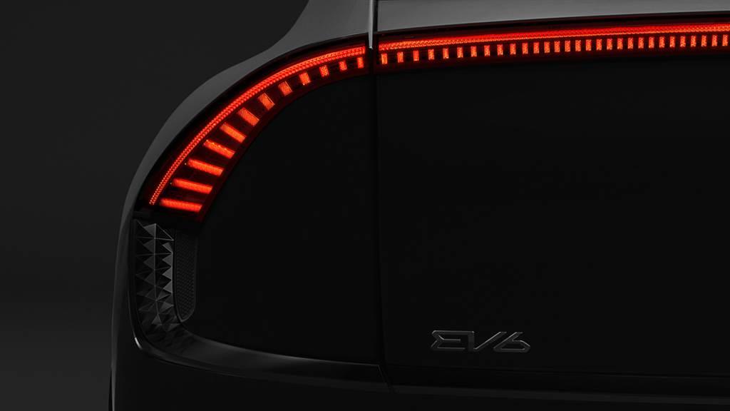 邁入純電化的第一步!KIA釋出EV6電動車輪廓預示吊人胃口