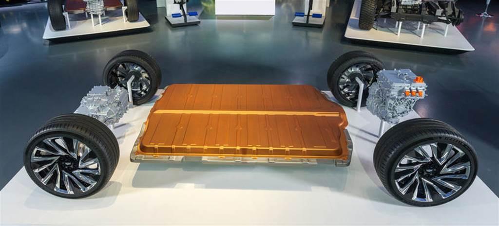 採購成本低於競爭者:特斯拉電池擁十年優勢,147 美元 / kWh 領先電動車界