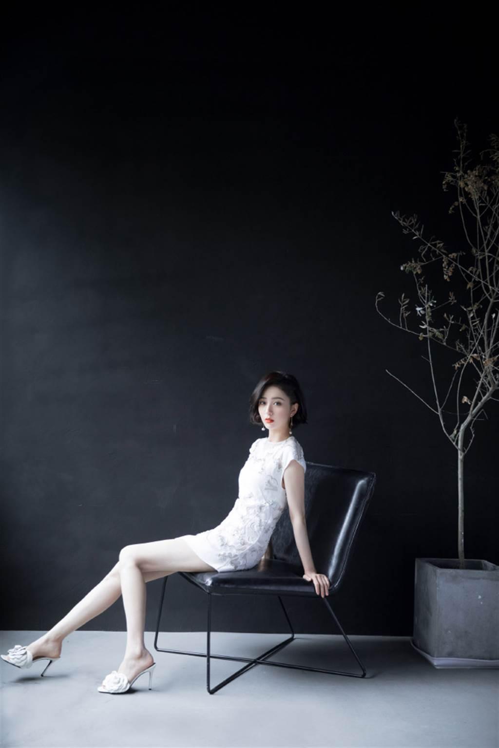 新疆女神佟麗婭的身材原來這麼好。(圖/取材自Hello佟麗婭微博)
