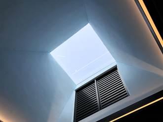 如廁看光光?苗栗火車站新公廁天花板反射超清楚