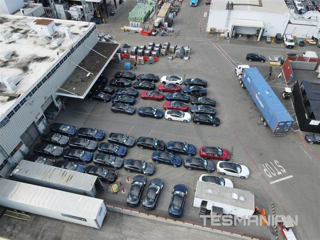 大批改款 Model S 集結加州工廠,準備衝刺第一季末交車