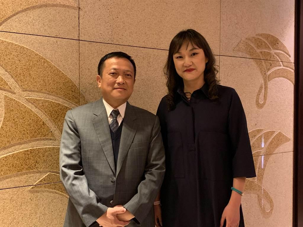 名軒開發5年內備妥300億案量要推出,圖右為名軒開發董事長吳泓瑩,圖左為名軒開發總經理吳勝利。(名軒提供)