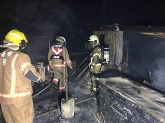 台南佳里民宅惡火噬兩命 消防分隊長遭圍牆壓傷