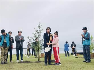 推環境永續 蔡英文赴基隆種樹勉珍惜資源