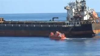 海巡東沙海域攔查貨輪 逮獲163萬多包私菸