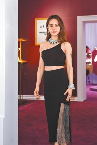 蔡依林穿珠寶 身價2億
