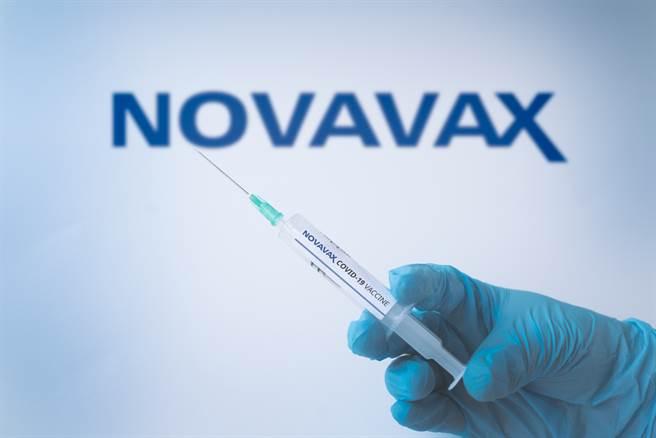 美国生物科技公司诺瓦瓦克斯(Novavax)今天公布最终试验结果指出,他们所研发的COVID-19疫苗对预防重症有100%保护力,包括接种后不会演变到住院或死亡。(示意图/shutterstock)
