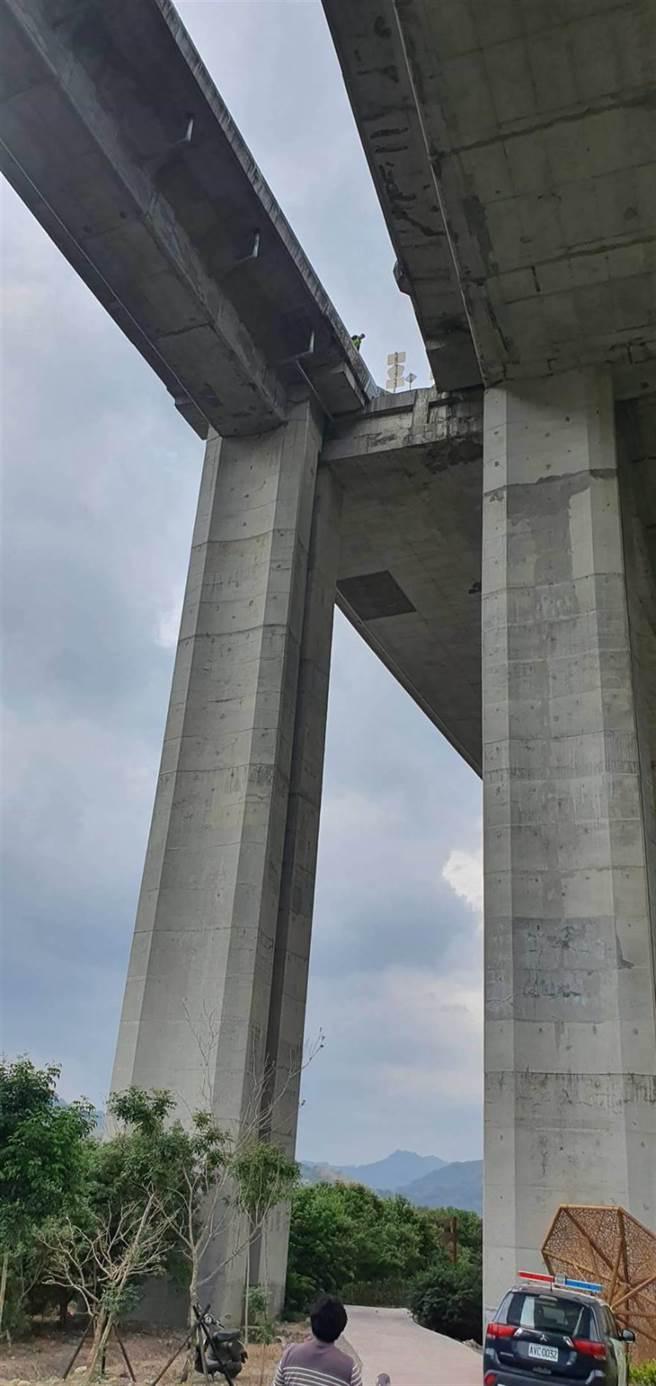 南投國道6號「橋聳雲天」7天奪2命,12日驚傳一男子不明原因墜落死亡。 (民眾提供/黃立杰南投傳真)