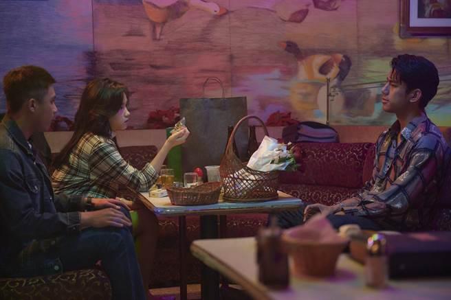 羅士齊(左起)、盧以恩、朱軒洋上酒吧。(公視、myVideo提供)