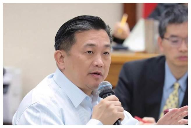 台南選區出身的民進黨立委王定宇,沒有出席13日在台南舉辦的中職開幕戰。(圖/翻攝自 王定宇 臉書)