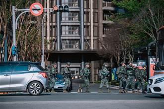 特戰部隊城鎮作戰演練 持槍街頭奔馳民眾大呼超帥