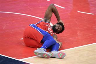 NBA》這下虧慘了!恩比德復出又扭傷膝蓋退場