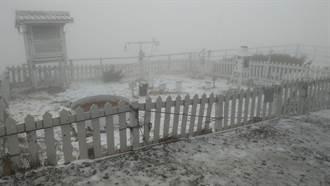 玉山下雪成夢幻銀白仙境 合歡山突降冰雹