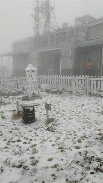 玉山降下3月雪 積雪0.7公分