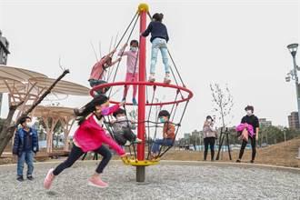小孩公園玩耍 突遭推倒嘴巴塞砂石 喉嚨慘割傷