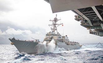 秀肌肉 美中軍艦同現蘭嶼外海