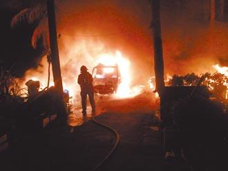 台南佳里民宅竄火噬2命 牆塌壓傷消防員
