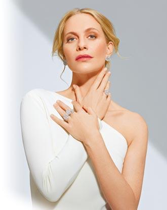 芭碧優雅秀蕭邦珠寶 鑽石蕾絲添名媛氣質