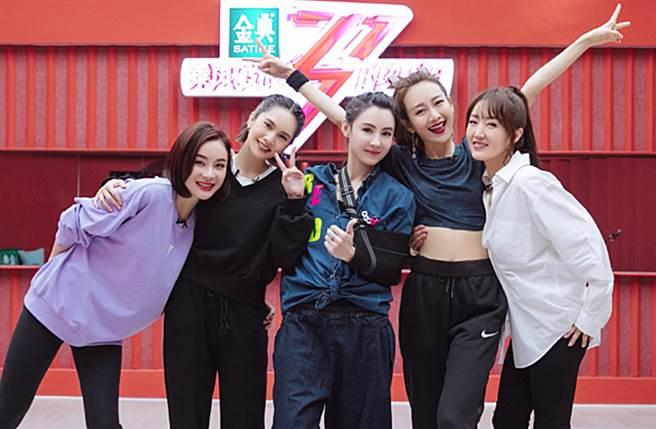 楊丞琳、張柏芝最近參與《乘風破浪的姐姐2》同隊練習。(圖/翻攝自乘風破浪的姐姐微博)