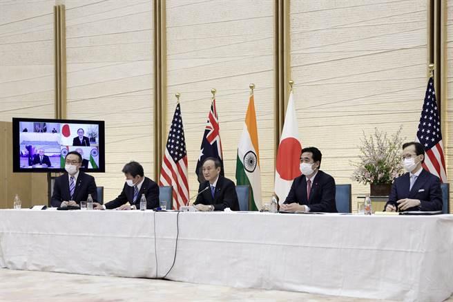 美國總統拜登(Joe Biden)、印度總理莫迪(Narendra Modi)、日本首相菅義偉、澳洲總理莫里森(Scott Morrison)透過視訊出席四方安全對話(Quad),目標直指中國。(圖/美聯社)