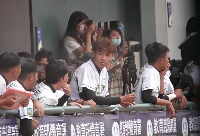 國立體大投手李晨勳(中)面對難熬的復健時光一度後悔動刀。(毛琬婷攝)