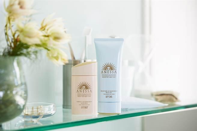 安耐曬3月新品:柔光乳敏感肌特效防曬露、水寶貝敏感肌高效防曬凝膠。(圖/品牌提供)