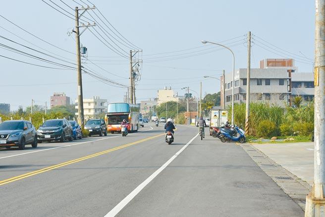 新豐鄉建興路1段過去在豪雨期淹水,新竹縣政府爭取中央前瞻基礎建設計畫施工。(莊旻靜攝)