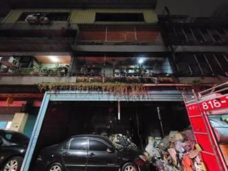 新莊洗衣店凌晨起火 消防破壞陽台救出一家5口