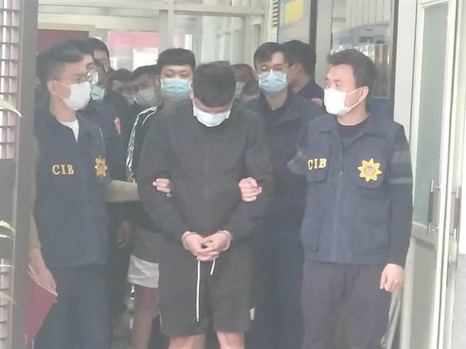 31名詐團成員都被收押。(翻攝畫面/胡欣男台北傳真)