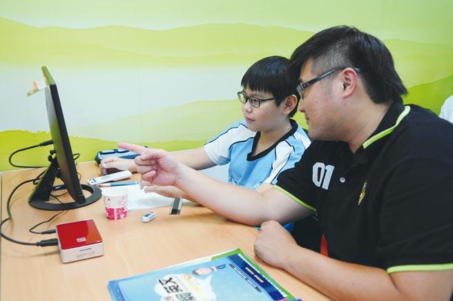 學習王科技數位學習產品,學習效果佳更增進親子關係。    圖/學習王科技提供