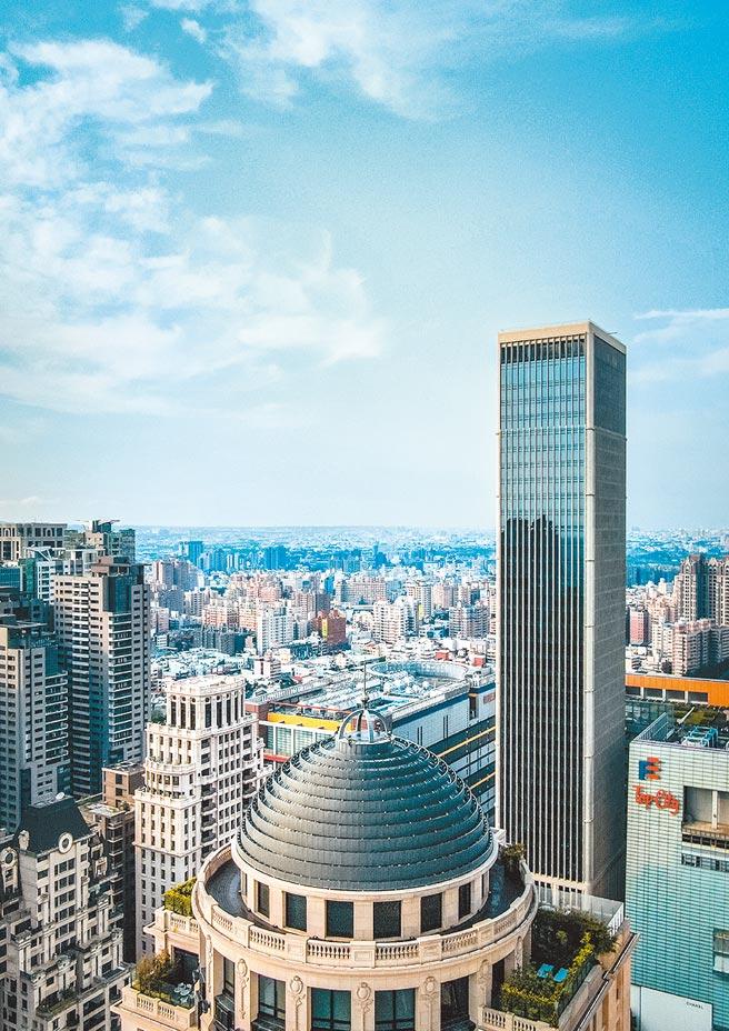 七期豪辦「聯聚中雍大廈」成交34樓兩戶,交易總額達3.2億元,每坪單價達69萬元,為業界之首。圖/黃繡鳳