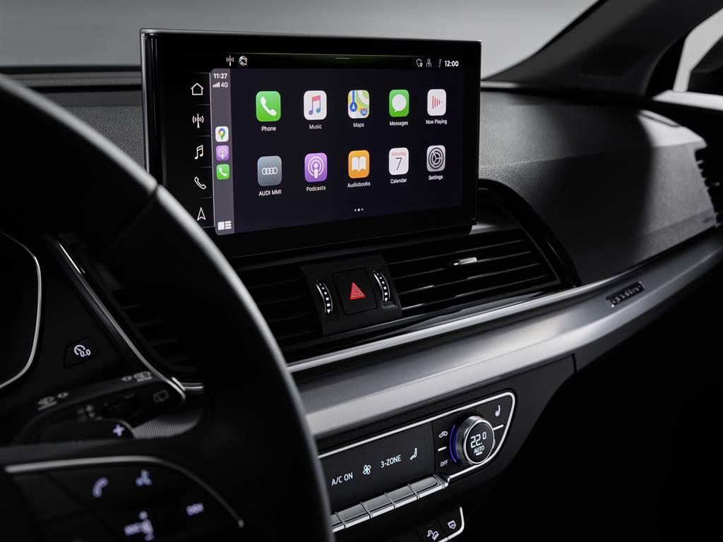 全車系同步搭載Audi智慧型手機介面(附Apple CarPlay無線連接功能)和手機無線充電座,操作上更加直覺便利。