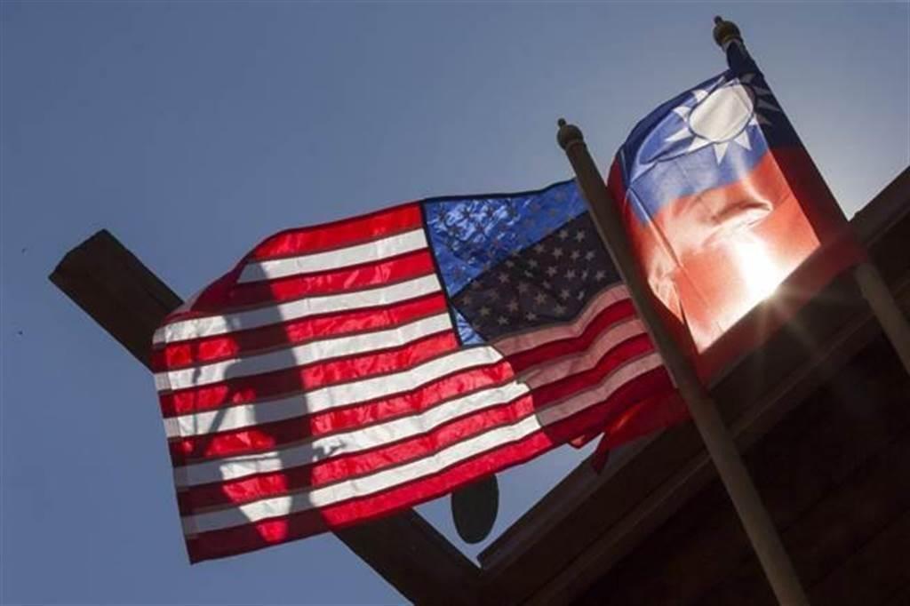 中華民國國旗與美國國旗。(圖/翻攝自 蔡英文 總統推特)