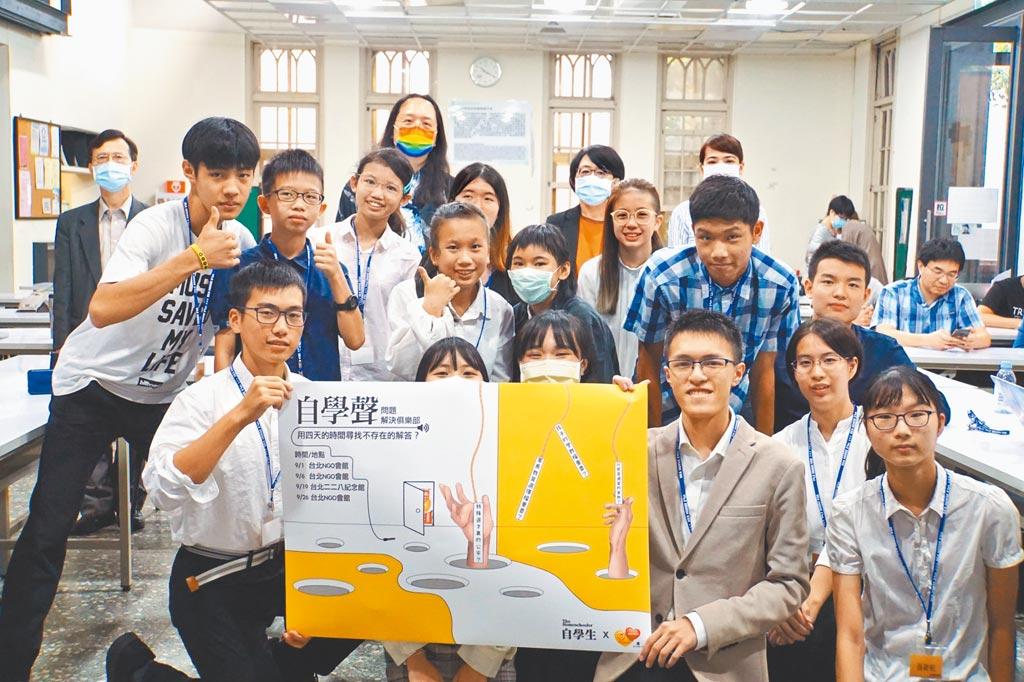 自學生團體發起人王逸聖時常和自學生聚會交流,分享學習經驗。(王逸聖提供/游念育台北傳真)