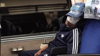 男搭自強號口罩當眼罩睡死 1舉動旁邊乘客嚇暈秒閃