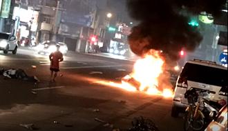 機車撞單車倒地 車體刮地40米爆火球 騎士重傷婦命危