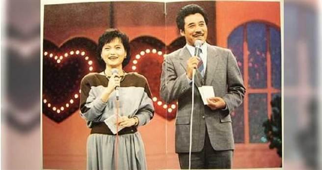 台灣第一個交友節目《我愛紅娘》於1982年開播,第一代主持人為田文仲與沈春華,田文仲也憑該節目抱回2座金鐘獎。(圖/翻攝畫面)