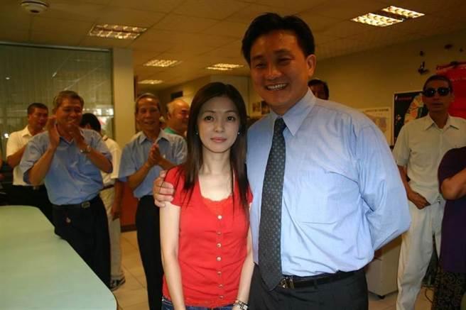 王定宇(右)和妻子李淑吟。(圖為中時資料照)