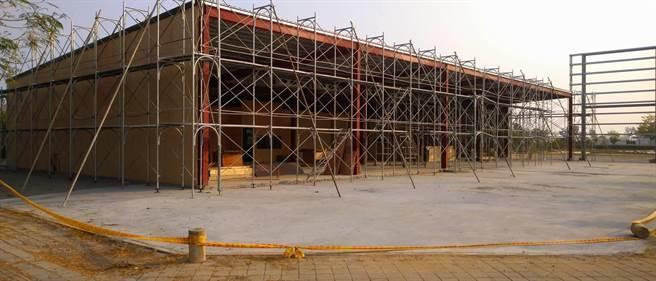 遠雄建設在歸仁區建案連接待中心都還沒蓋好,預售屋已喊價每坪23萬至26萬元。(台南市地政局提供/程炳璋台南傳真)