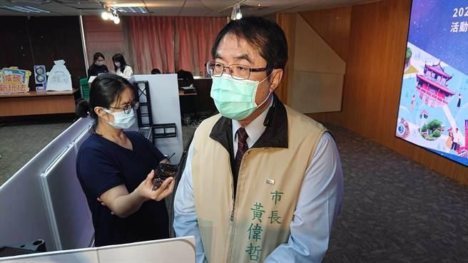 台南市長黃偉哲強調台南市人口並未大幅增加,不歡迎外來建商惡意炒房。(程炳璋攝)