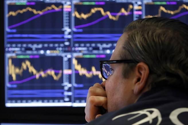 美股周期性股票与成长股表现分歧。(图/美联社)