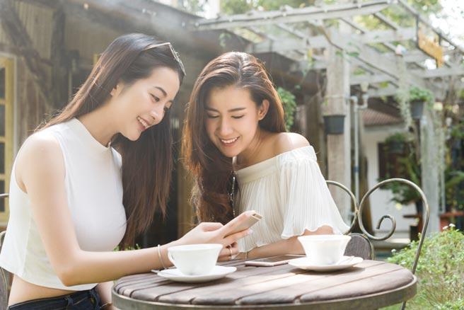 台北之星2020年營運佳績滿載,2021年5G網路將完成6,000站的5G訊號涵蓋範圍,5G用戶數挑戰突破50萬,整體行動用戶數新增25萬。圖/台灣之星提供