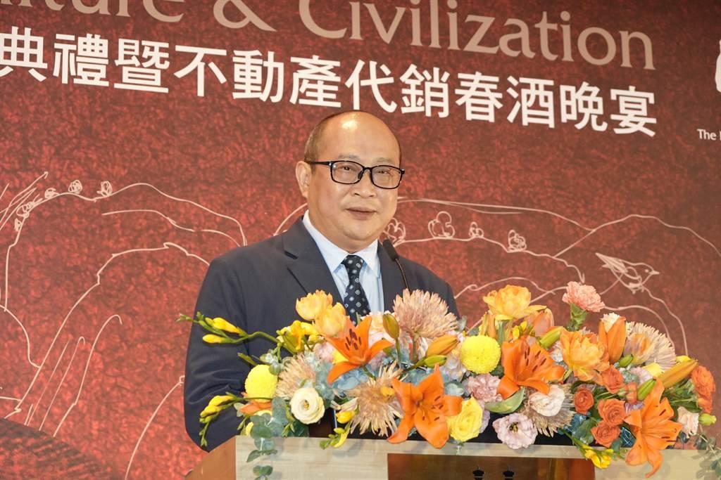 台中萬群地產董事長謝坤成接任中華民國不動產代銷經紀商業同業公會全國聯合會第5屆理事長。(業者提供)