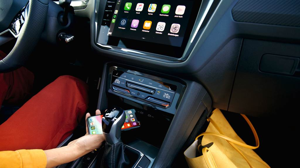 Volkswagen第三代MIB 模組化資訊娛樂系統搭載Discover Pro 9.2 吋多媒體鏡面觸控主機及原廠中文導航,同時開通支援無線 Apple CarPlay。