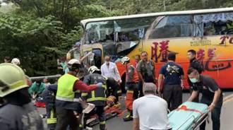 【蘇花車禍】遊覽車撞山壁釀6死 乘客驚恐:前2彎失控第3彎就撞上