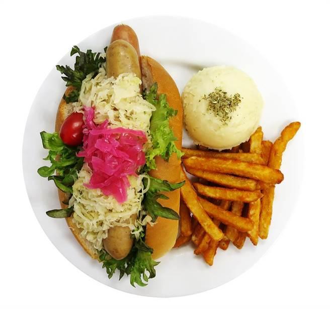 圖二: IKEA敦北店特別推出期間限定餐點「常常(腸腸)懷念餐」,單點原價120元,購買200元(含)以上的主餐,還可以88元的優惠價加購。(IKEA提供)