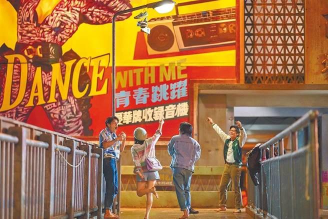 《天橋上的魔術師》劇情設定在80年代,劇組斥資8000萬以還原中華商場實景。(公視提供)