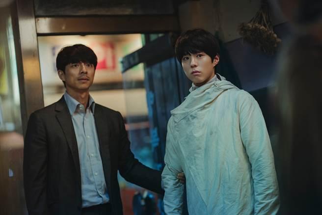 孔劉、朴寶劍主演《永生戰》將於4月12日推出「搶先全球寵粉神秘場」。(CATCHPLAY提供)