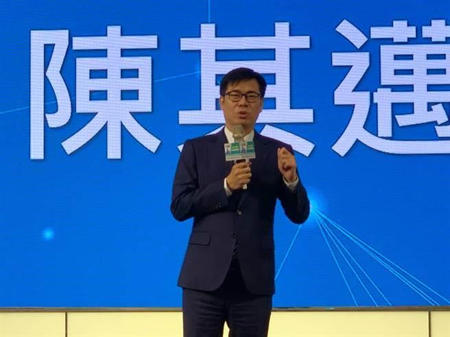 2021加碼投資大高雄產業論壇16日登場,高雄市長陳其邁向企業喊話,投資高雄大利多。(柯宗緯攝)
